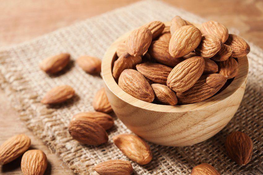 Almond bagus lho untuk makanan busui! ASI lancar dan melimpah.