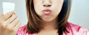Mouthwash adalah cara efektif membersihkan bakteri di sela-sela gigi dan gusi.
