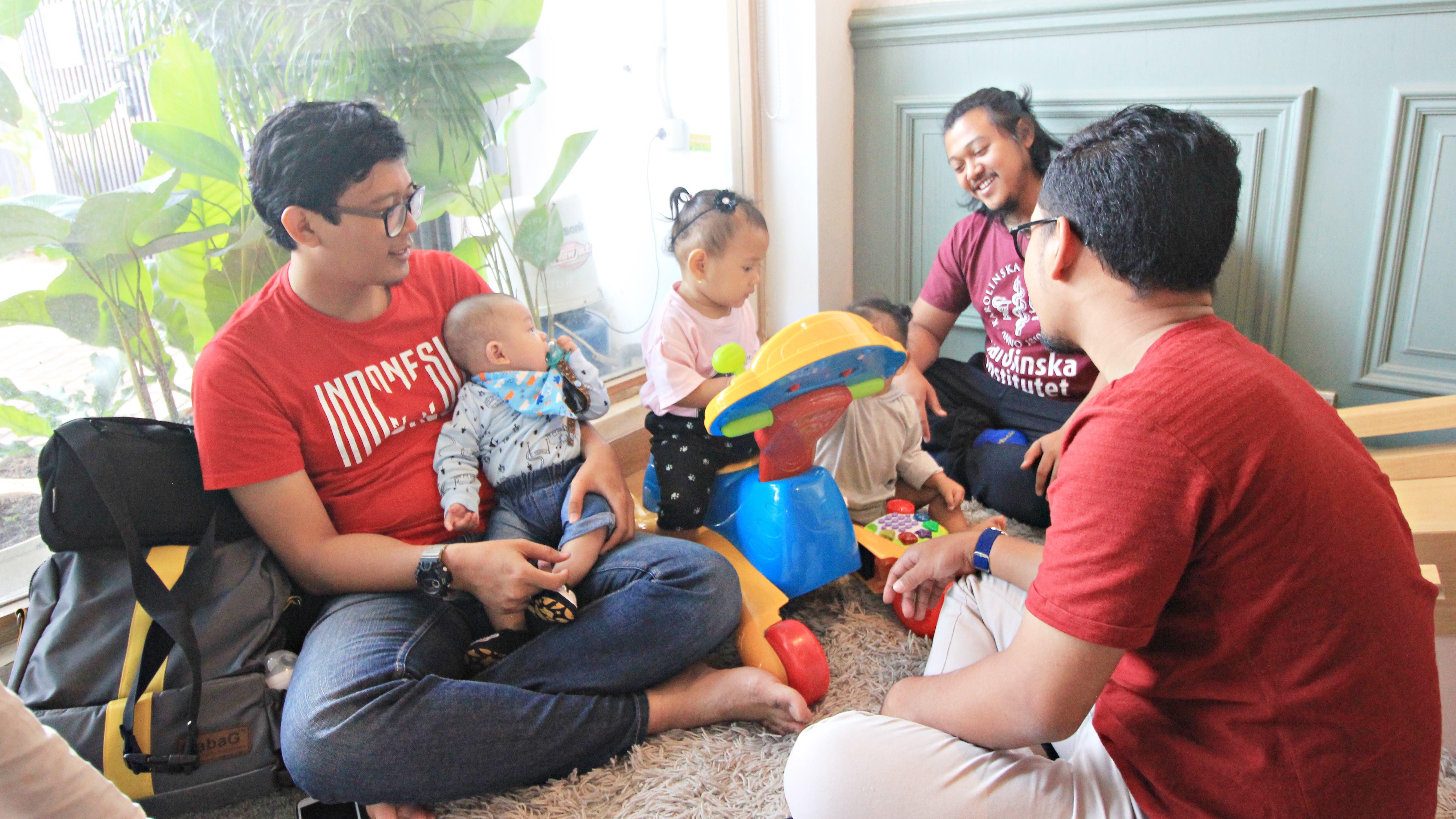 Ayah dengan anak-anaknya