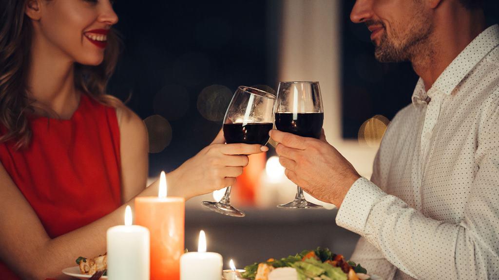 dinner romantis suami dan istri