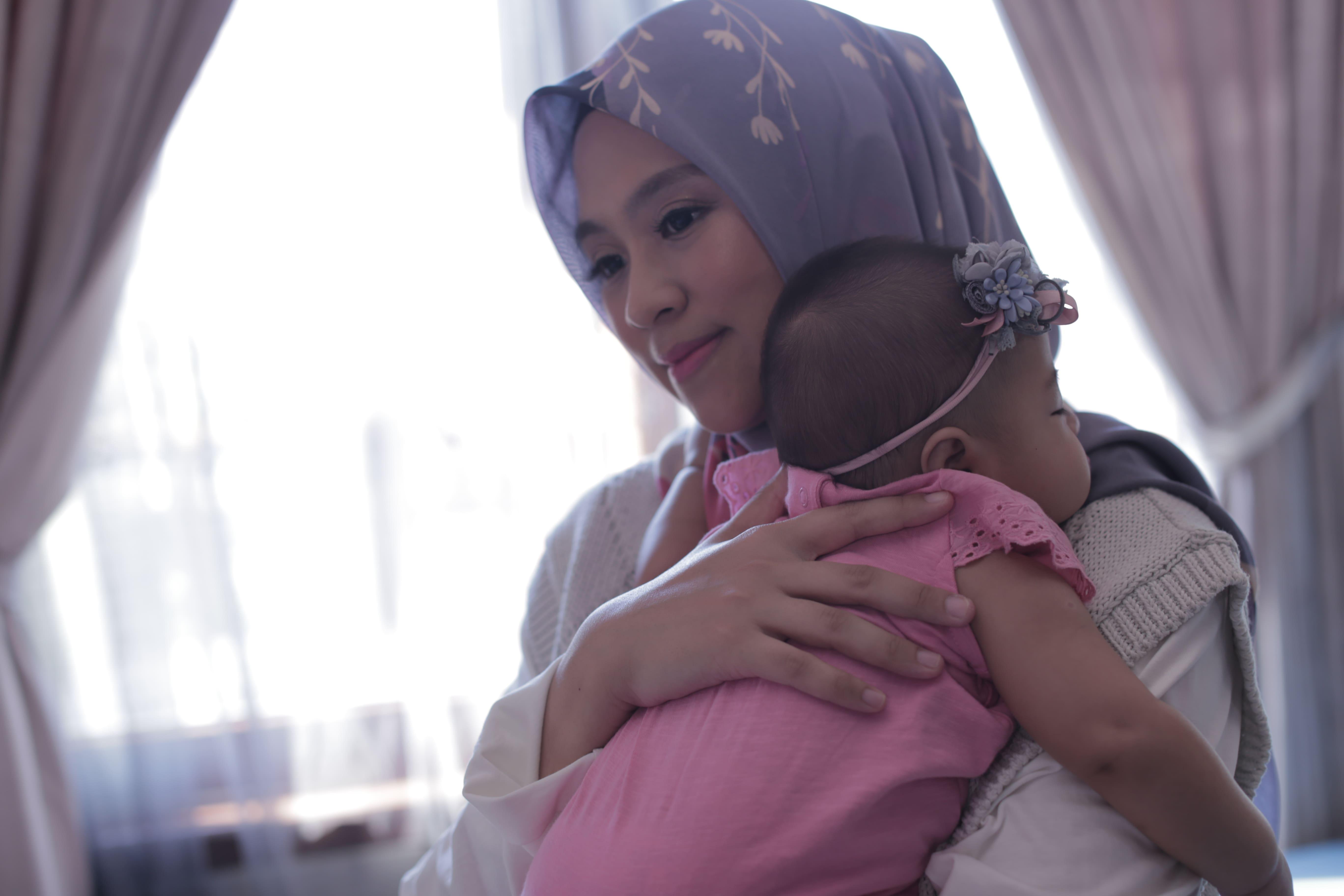 Mama Neisya Memberi ASI