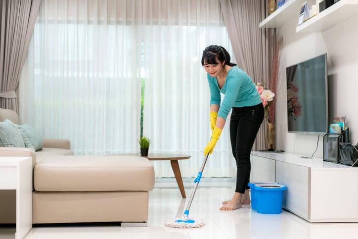 bahaya yang terkandung dalam cairan pembersih lantai