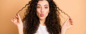 cara merawat rambut keriting, cara merawat rambut keriting dengan alami