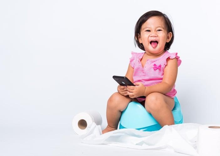 Ketika usia Si Kecil menginjak 1-3 tahun, Mama sudah boleh memulai toilet training. Mau tahu beberapa cara mengajarkan anak toilet training? Yuk, simak ulasan berikut ini!